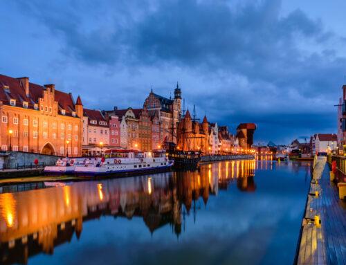 Prager Wasservergnügen: Promenadenbummel mit Insel-Hopping, Glaskatakomben und schwimmenden Toiletten